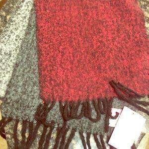 Isaac Mizrahi Woollen scarf